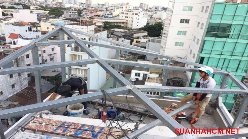 thợ sửa chữa mái tôn chuyên nghiệp