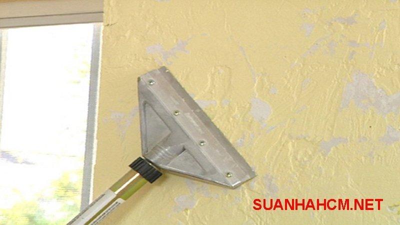 cách cạo lớp sơn tường cũ