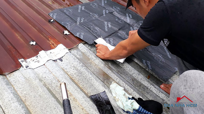 chống dột mái tôn ở giữa tấm